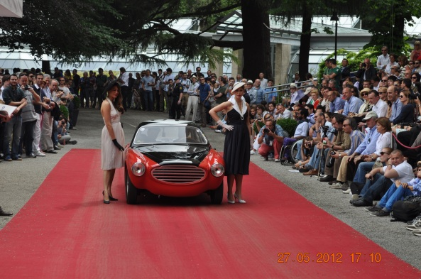 To Moretti στη στιγμή δόξας, πάνω στο κόκκινο χαλί του Concorso Villa d'Este 2012.