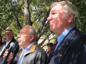 Με τον Δήμαρχο Χαλανδρίου και τον Αντιπρόεδρο Robert Smith κατά την τελετή απονομής του '9ου Concours d'Elegance 2012'.