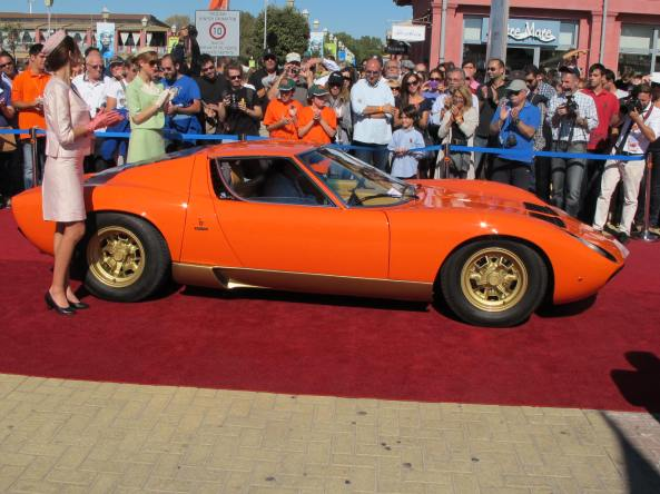The 1st prize winner of the 'GLAMOROUS SUPERCARS' Class AND the 'BEST of SHOW' winner, the fabulous 1973 Lamborghini Miura SV!